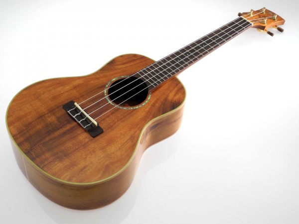 Pukana La Medium-Koa Tenor aus Massivholz